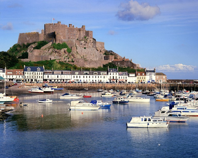 AYG93B GB - JERSEY: Gorey Harbour and Mont Orgueil Castle